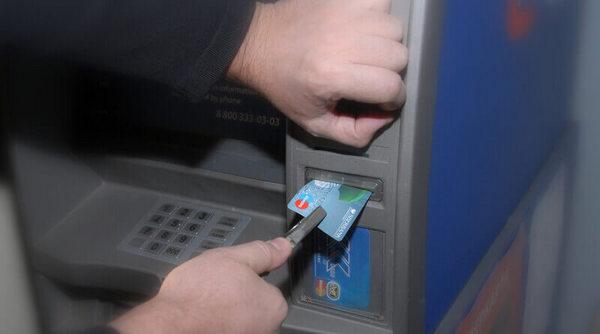 В банкомате застряла карта, что делать