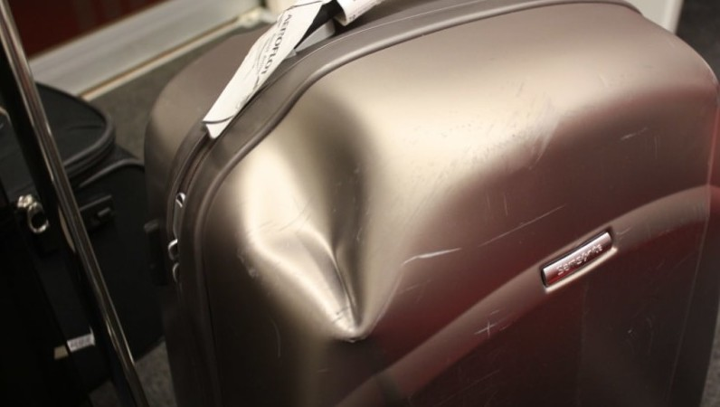 Сломали коляску в аэропорту