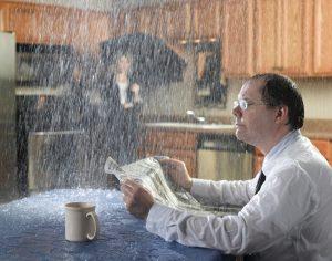 Куда жаловаться, если течет крыша в доме